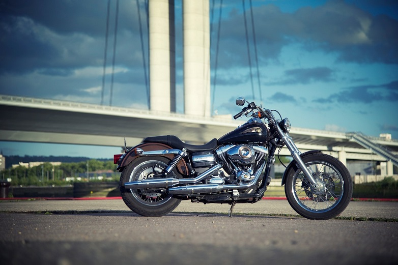 Chicago motorcycle injury attorneys provide some tips for safe motorcycle riding over the summer