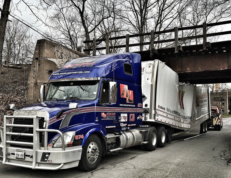 Common causes of 18-wheeler accidents in Chicago, Illinois and how an experienced injury attorney can help