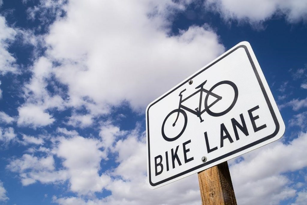 A Los Angeles bicycle accident attorney discusses some tips and laws that bicyclists should be aware of